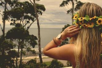 jewels crown flowers blonde hair reloj palms sea girl