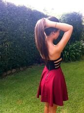 dress,strapless,burgundy,zip,open,open side