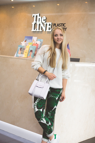 my blonde gal blogger printed pants white sweater white bag