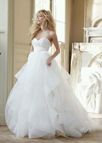 wedding dress sweetheart neckline