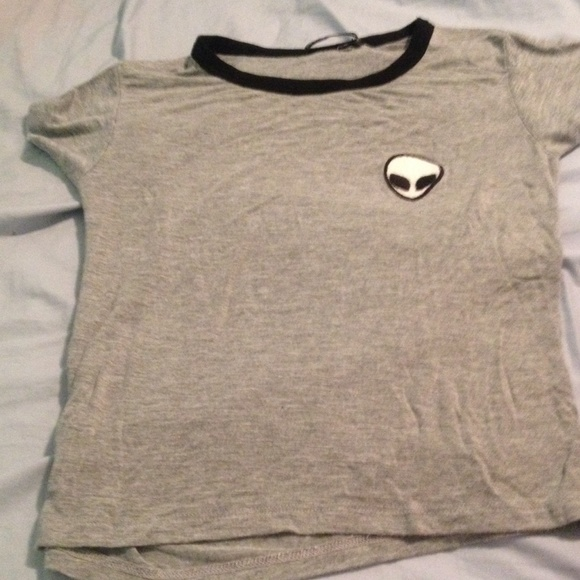 Bien connu off Brandy Melville Tops - Brandy Melville Alien Emoji Shirt! from  PL87