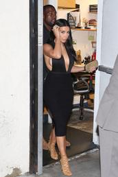 shoes,high heels,kim kardashian,kim kardashian style,brown high heels,brown shoes,black,gold,sandals,sneakers,white,dress