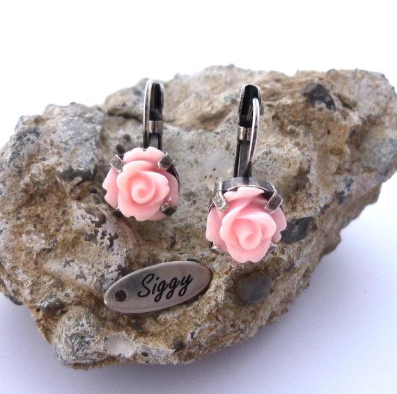 Light pink flower earrings, light rose, resin flower earrings, bridesmaids gift, acrylic flower, **SELECT-A-FINISH** Siggy earrings