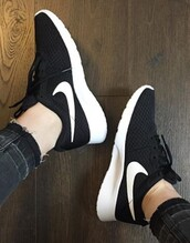 shoes,nike,trainers,black and white,nike sneakers