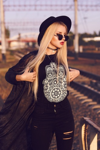 kristina dolinskaya blogger jeans cardigan tank top top jewels sunglasses necklace choker necklace black black choker