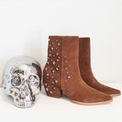shoes,brown,brown boots,brown booties,boots,booties,ankle boots,ankle bootie,short boot,short booties,star studded heel,star studded boots,star studded,star studded booties
