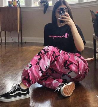 pants girly girl girly wishlist pink pink camo camouflage camo pants joggers joggers pants tumblr