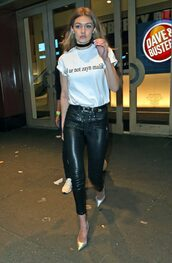 t-shirt,black and white,pumps,leather pants,gigi hadid,spring outfits,choker necklace,jewels,black choker,gigi hadid style,model,model off-duty,jewelry,necklace,white top,white t-shirt,graphic tee,zayn malik,black pants,silver,absolutemarket