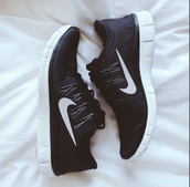 shoes,nike running shoes,nike free run,black,free,nike,nike shoes,nike 5.0,sneakers,nike sneakers,sportswear,sports shoes,casual,sporty,white,sheets,style,fashion,weheartit,brand,nike brand,5.0,running shoes,black sneakers,low top sneakers