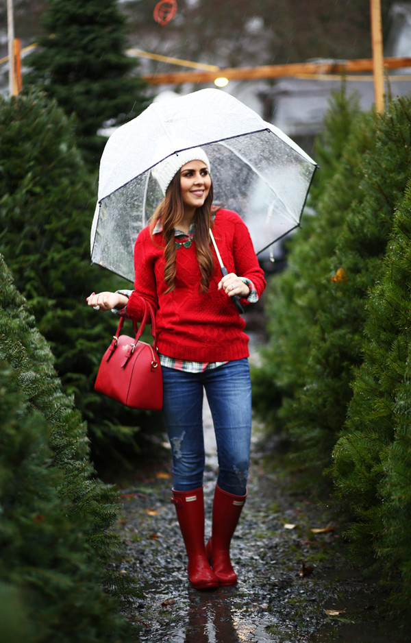 dress corilynn blogger red sweater red cable knit sweater cable knit umbrella beanie red bag wellies red boots denim jeans blue jeans ripped jeans