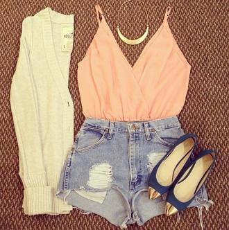 t-shirt fête soirée top orange shorts denim high heels blue bleu gold doré jewels veste vest white blanc shoes