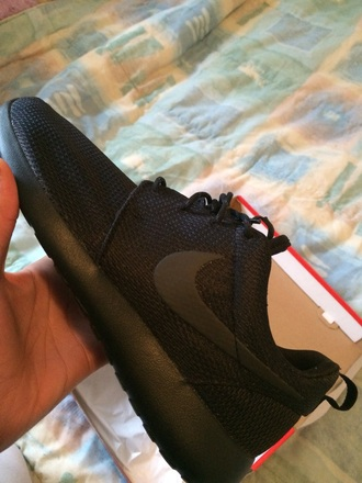 shoes black nike roshe one