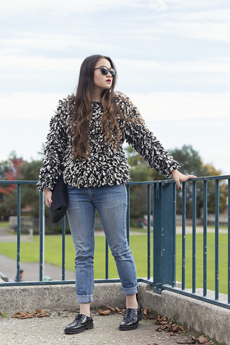blogger blaastyle jeans fuzzy sweater derbies