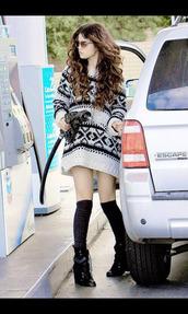 sweater,selena gomez,oversized sweater,black and white,tribal pattern,aztec sweater,underwear,shoes,sunglasses