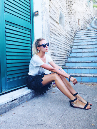 martina m blogger t-shirt texture flat sandals