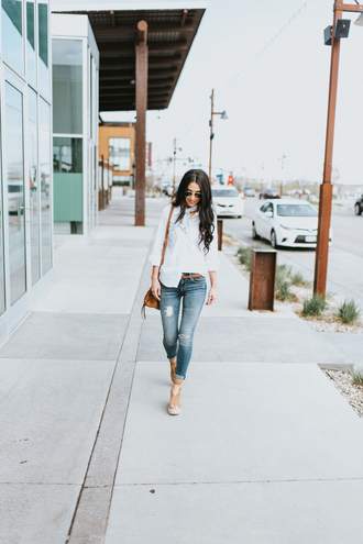 brittanymaddux blogger shirt jeans scarf shoes sunglasses make-up bag