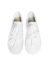 shoes,white leather bow tie sneakers,sneakers,white sneakers,bow tie sneakers,white leather shoes,white shoes,cute shoes,pixiemarket,slip on shoes
