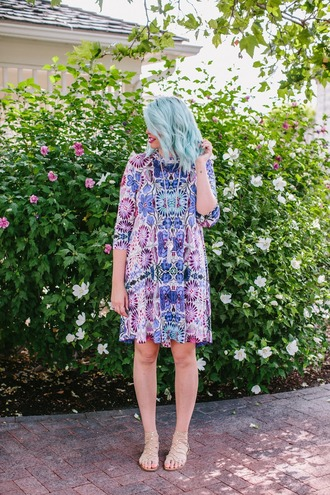 the red closet diary blogger dress shoes jewels make-up blue hair printed dress multicolor colorful necklace short dress three-quarter sleeve dress three-quarter sleeves gladiators nude sandals sandals flat sandals