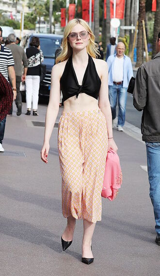 le fashion image blogger top pants crop tops wrap top summer outfits