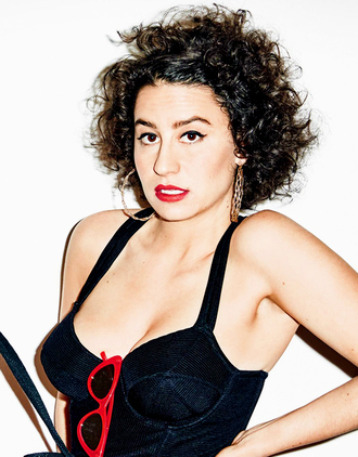 top ilana glazer celebrity black top sunglasses red sunglasses red lipstick earrings hoop earrings hairstyles
