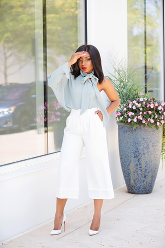 jadore-fashion blogger top pants shoes pumps high heel pumps white pants cropped pants blue top fall outfits