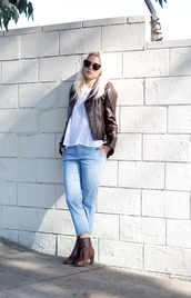 always judging,blogger,brown leather boots,leather jacket,white t-shirt,cropped pants,light blue