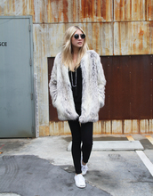 modern ensemble,blogger,sunglasses,faux fur coat,fur coat,winter outfits,big fur coat,grey coat,winter coat,black top,black jeans,jeans,top,round sunglasses,low top sneakers,sneakers,white sneakers,necklace,tassel