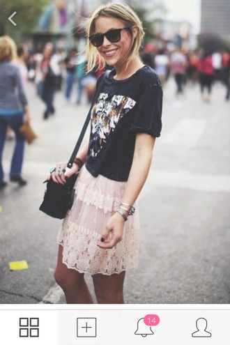 skirt black pink shirt tulle skirt tiger city sunglasses silver black nails smile new york city street bracelets boho chic fashion sun free people printed shirt little black little black bag bag jewelry photograph photography classy fabulous crop tops