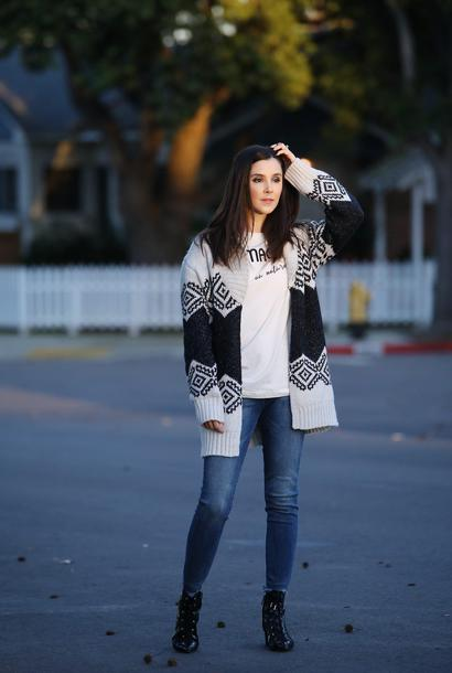 inspades blogger cardigan jeans shoes