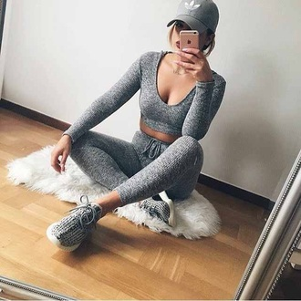 pants leggings baddies shirt brandy melville urban urban outfitters lululemon top all grey outfit co ord warm grey leggings grey top