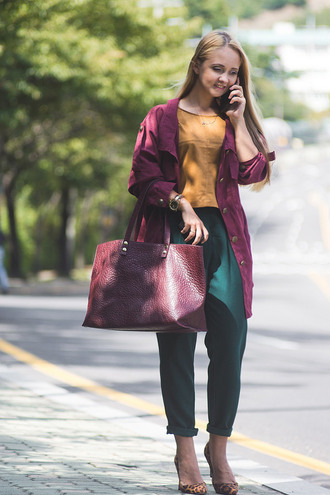 my blonde gal blogger maxi bag oxblood fall colors office outfits