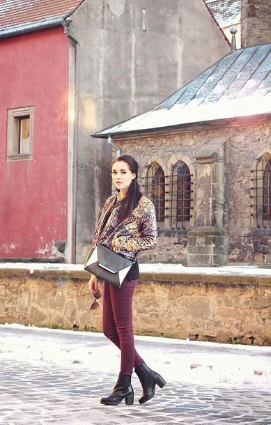 leona meliskova blogger burgundy skinny pants print