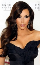 dress,kim kardashian,keeping up with the kardashians,little black dress,black,jewelry,earrings,jewels