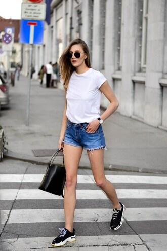 top white top t-shirt jeans short jeans denims shorts denim shorts bag black bag sneakers