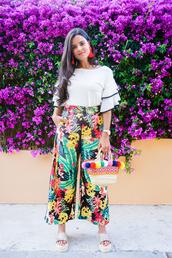 crimenes de la moda,blogger,pants,top,jewels,bag,shoes,floral pants,basket bag,slide shoes,flatform sandals,summer outfits