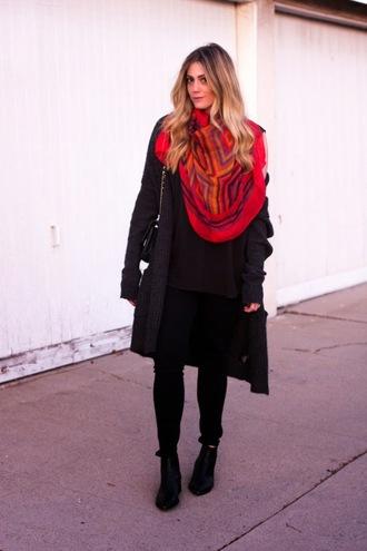 devon rachel blogger black coat red