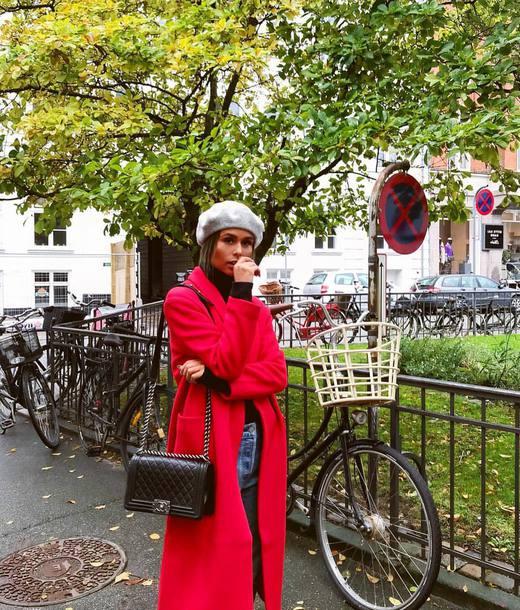coat red coat hat grey hat