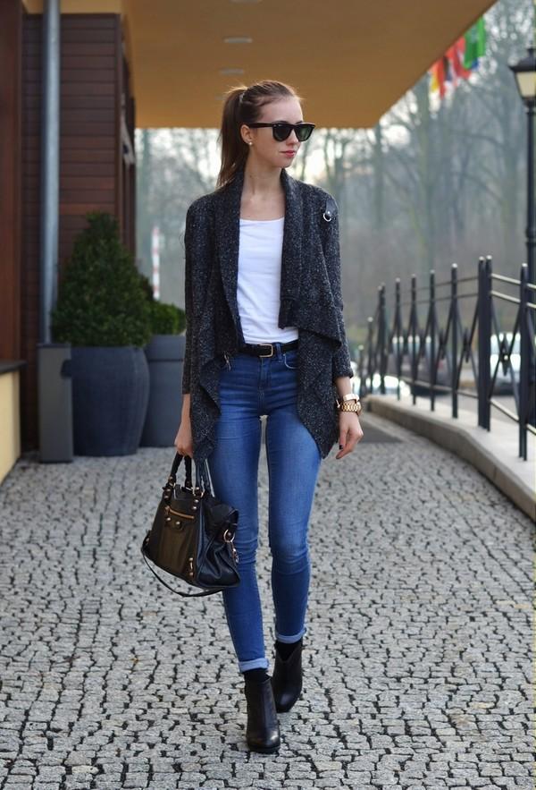 vogue haus t-shirt jeans sweater shoes belt bag jewels sunglasses