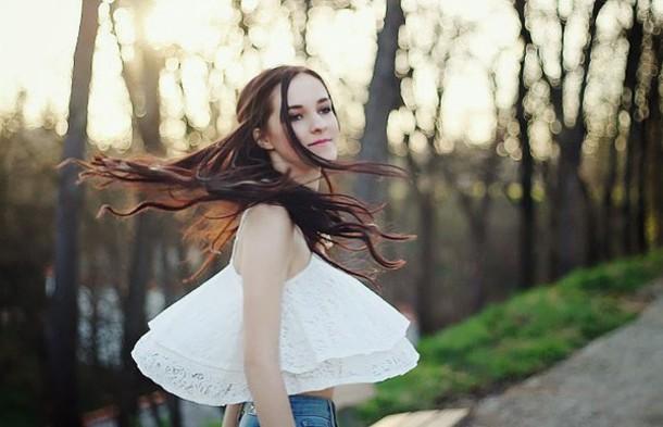 leona meliskova t-shirt jacket jeans shoes bag scarf