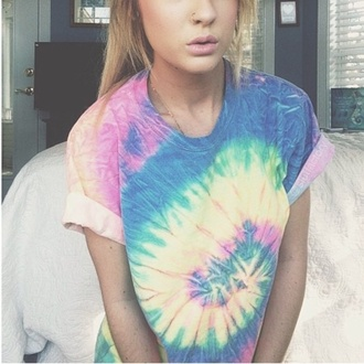 t-shirt jewels tie dye top t-shirt colours blue pink red yellow green roll up sleeves shirt
