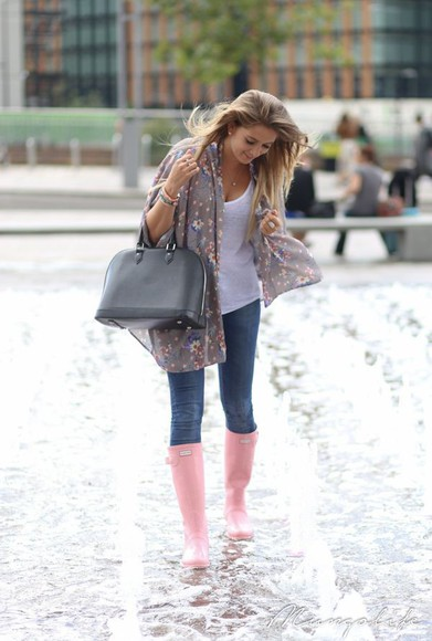 scarf shoes white top bag jeans rubber boots