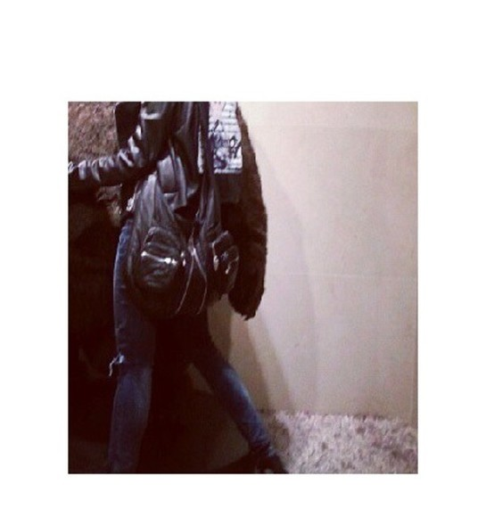 bag jeans black ripped jeans leather leather bag leather bags black leather bag shoulder bag shoulder-bag black shoulder bag zip zip bag converse destroyed jeans