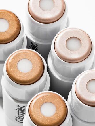 make-up highlighter glossier