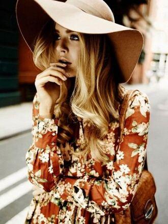dress maxi dress floppy hat felt hat rust floral dress blonde hair hair/makeup inspo 70s style floral maxi dress