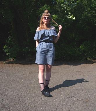 the velvet black grunge blogger dress sunglasses