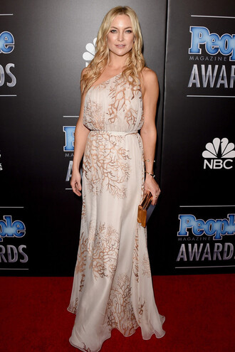 one shoulder gown kate hudson clutch nude dress dress bag
