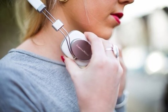headphones white jewels gold