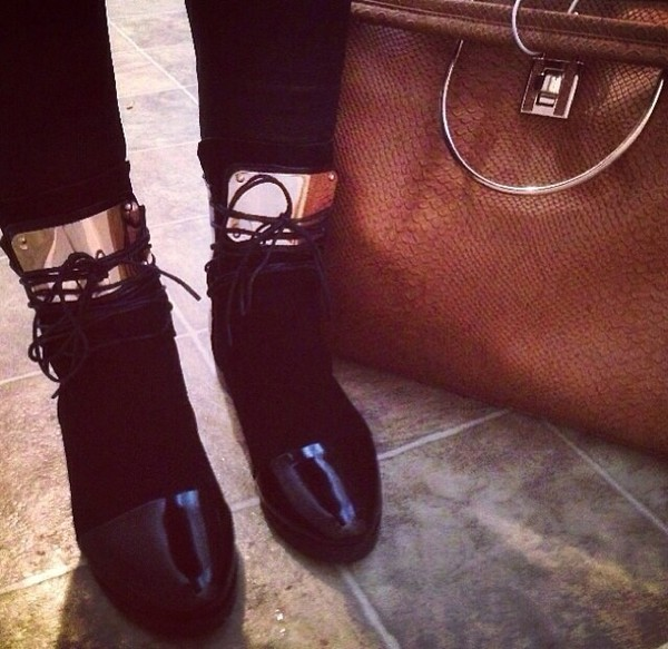 shoes black and gold bag jeans black gold