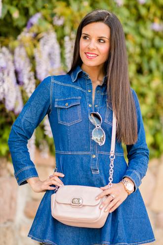 crimenes de la moda blogger denim dress shoulder bag beige bag
