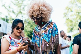 sunglasses afropunk festival festival top music festival festival jewelry festival clothes festival looks round sunglasses printed top hairstyles curly hair